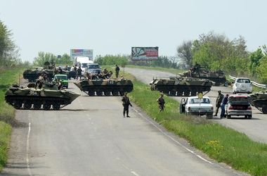 Под Славянском со стороны Краматорска силовики блокируют въезд и выезд