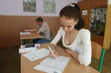 В Крым уже завезли украинские аттестаты для выпускников школ