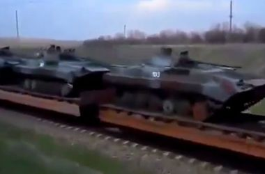 Бой в Славянске глазами людей: стрельба, подбитый вертолет и поезд с пушками и БТРами