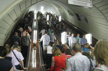В киевском метро парень прыгнул под поезд и погиб