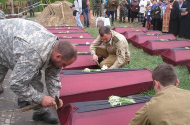 Под Киевом похоронили 75 солдат