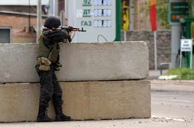 Десантники отбили атаку террористов под Славянском - Минобороны