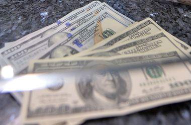 "Доллар на межбанке ""поправился"" на 10 копеек"
