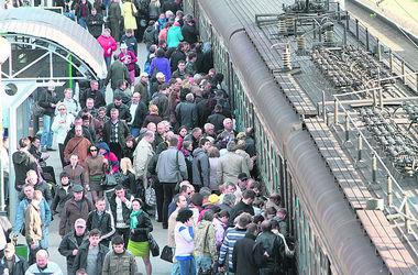 Городская электричка в Киеве ходит с перебоями, пассажиры штурмуют поезда