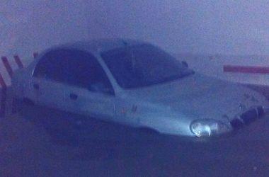 В центре Киева подземный паркинг оказался под водой