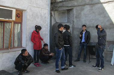 На блокпосту по дороге в Одессу задержали несовершеннолетних вьетнамцев