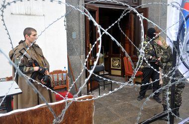 Вооруженные сепаратисты снова захватили прокуратуру в Луганске