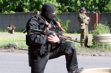 В Луганске автоматчики похитили директора магазина и угнали грузовик