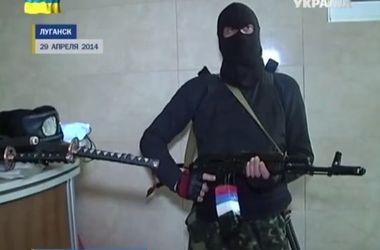 В Луганске вооруженные люди захватили прокуратуру