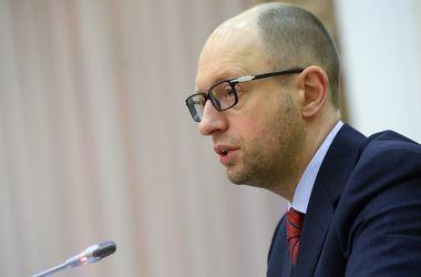 Местные советы получат право предоставлять русскому языку статус официального – Яценюк