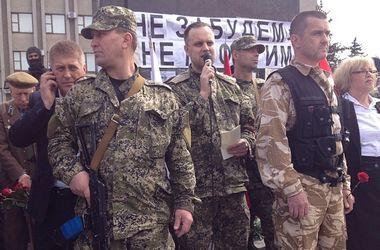 Митинг сепаратистов в Славянске: гимн СССР, нарядная Штепа и Губарев в камуфляже
