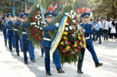 Возложение цветов к Мемориалу Славы в Харькове прошло без происшествий