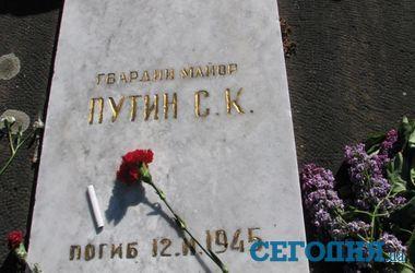 9 мая во Львове: могила Путина и скучающие милиционеры