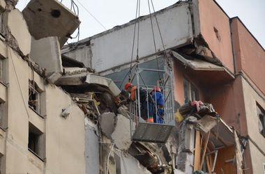 Спасатели обнаружили женщину под завалами взорвавшегося дома в Николаеве
