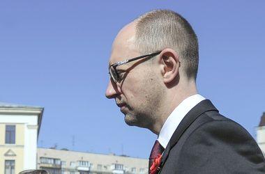 Яценюк проведет международную встречу прямо в аэропорту