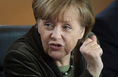 Меркель просит отказаться от военного решения кризиса в Украине