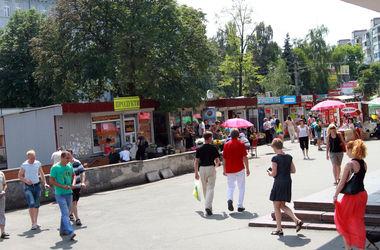 Власти спрашивают киевлян, нравятся ли им киоски возле станций метро