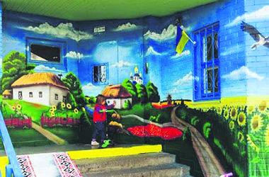 Киевляне украшают столицу флагами и патриотическими рисунками