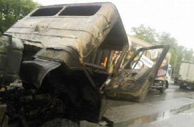 В Киеве за 20 метров до заправки загорелся грузовик
