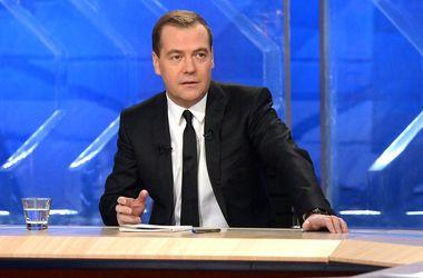 """Медведев запретил закрывать Twitter и посоветовал """"чиновникам включать мозги"""""""