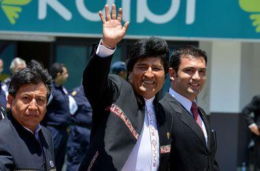 Президент Боливии подписал контракт с профессиональным футбольным клубом