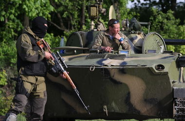 Ситуация в Донецкой области: пенсии возят на броневиках и БТРах