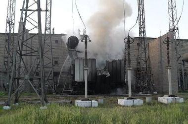 В Стаханове террористы обстреляли и подожгли ферросплавный завод