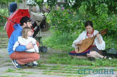 Фестиваль уличной музыки в Киеве: дождь, барабаны и скрипки