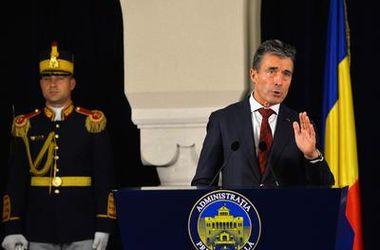 РФ пока не отводила войска от украинской границы - генсек НАТО