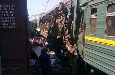 Пассажирский поезд в Подмосковье попал в аварию, есть погибшие