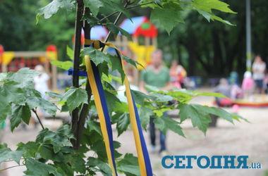 В Киеве высадили аллею памяти военных, погибших во время АТО