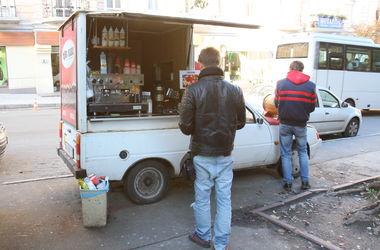 На Крещатике возле баррикады сгорела автокофейня