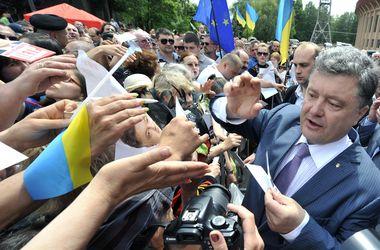 Неделя до выборов: Порошенко лидирует в соцопросе