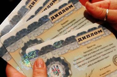 Цена диплома в Одессе: элитный виски и стаканы за 100 долларов