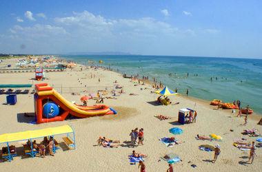 Мариуполь активно готовится к пляжному сезону