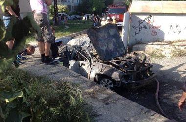 В Крыму взорвался автомобиль с водителем