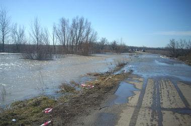 Непогода заблокировала движение на многих дорогах Западной Украины