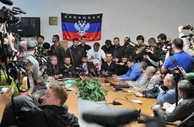"Боевики ""ДНР"" угрожают журналистам ""Сегодня"" в Донецке"