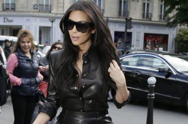 Модные дизайнеры платят деньги  Бейонсе и Ким Кардашьян, чтобы они посидели на их показах