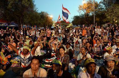 В Таиланде запретили собираться в группы больше пяти человек