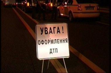 На мосту Кирпы в Киеве иномарка сбила девушку
