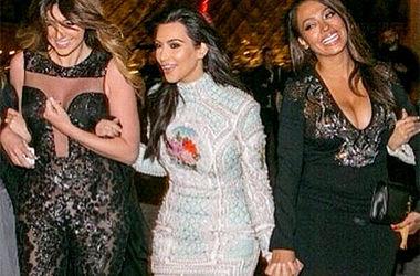 Ким Кардашьян похвасталась фотографиями с девичника в Париже