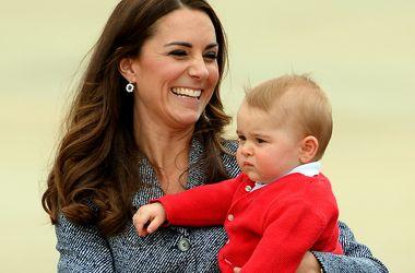 Принц Джордж забросал свою кузину едой