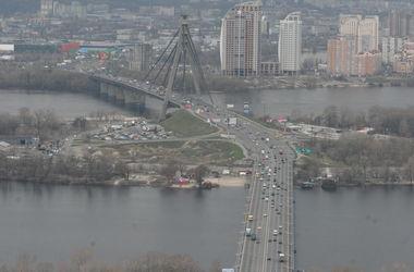 В субботу Московский мост в Киеве частично перекроют