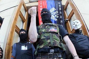 """Вооруженные активисты """"ДНР"""" захватили здание Центрального военкомата в Донецке"""