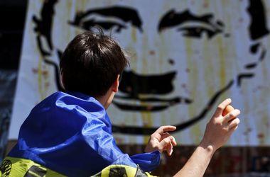 В Киеве забросали яйцами портрет Путина