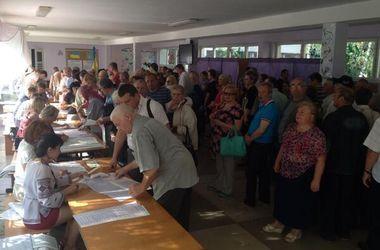 Избирательные участки в Киеве переполнены желающими проголосовать
