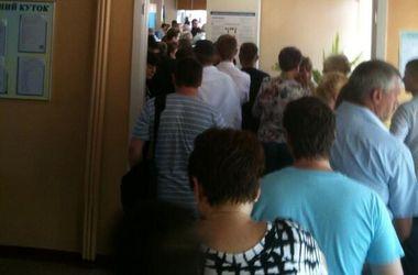 Очереди на выборах в Киеве растут, люди не выдерживают ожидания и уходят