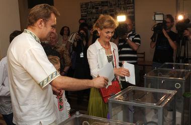 Мэр Львова сказал, что голосовать пришел после того, как помолился