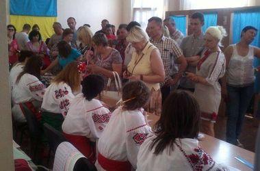 Члены избиркома в Киеве пришли на выборы в вышиванках